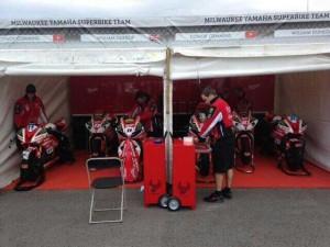 il team Milwaukee Yamaha aspetta