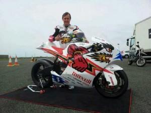 John McGuinness e la sua moto elettrica