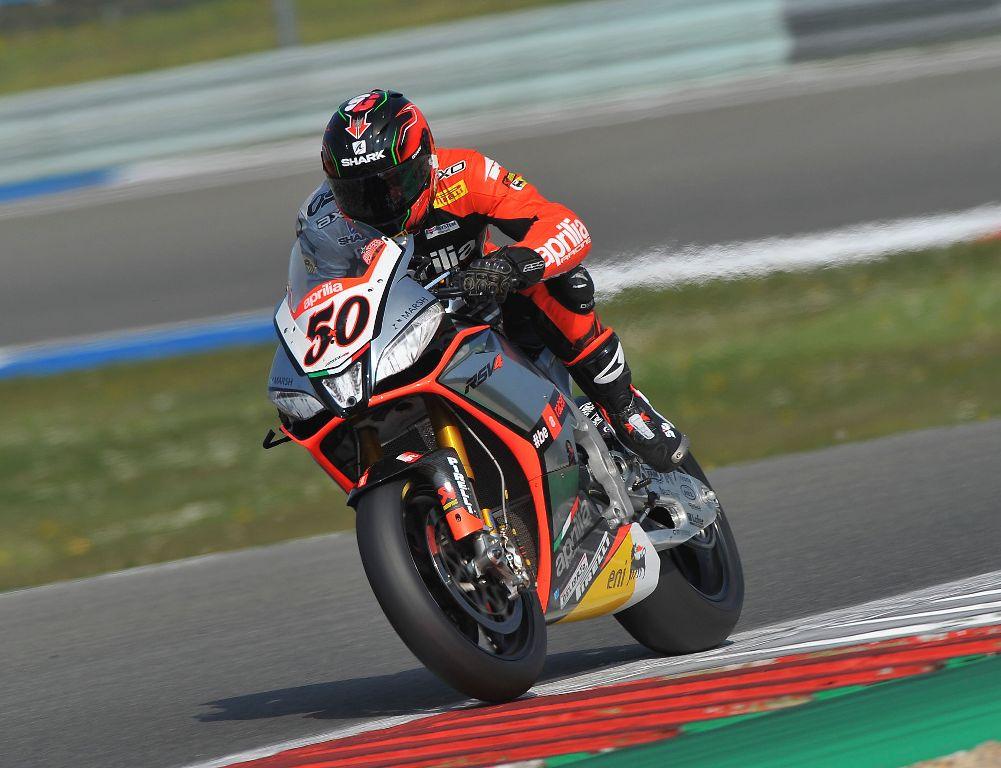 Assen_Guintoli_win_race1