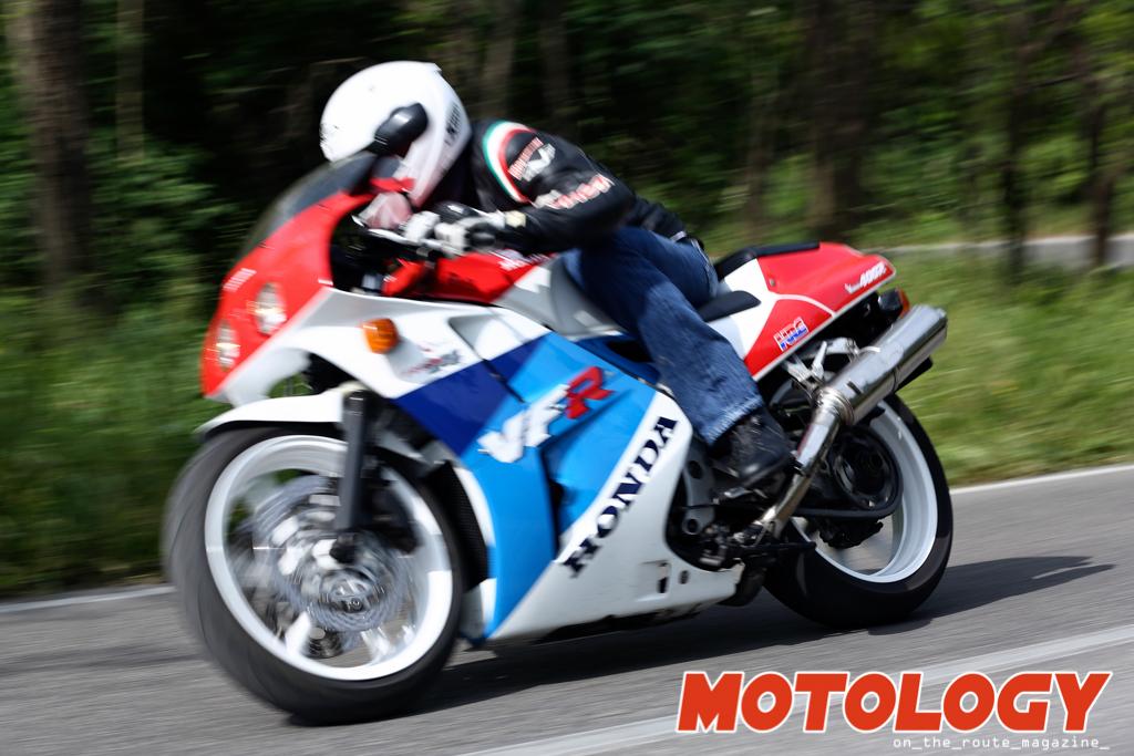 Honda_VFR_400_R-3