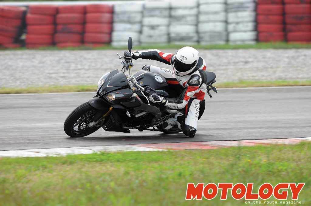 Aprilia Tuono V4 R ABS: Superbike addicted