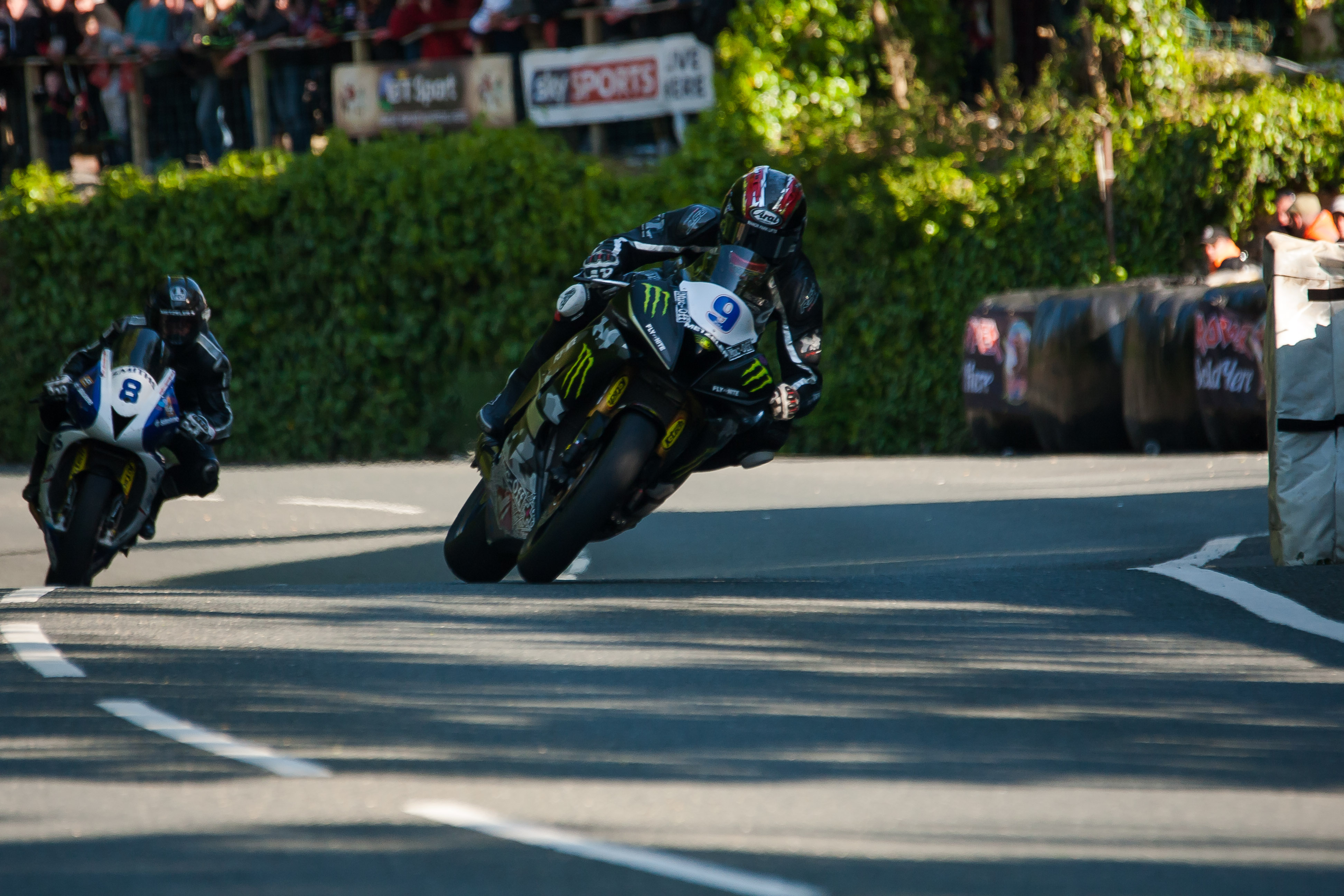 Ian-Hutchinson-Monster-Energy-Supersport-1
