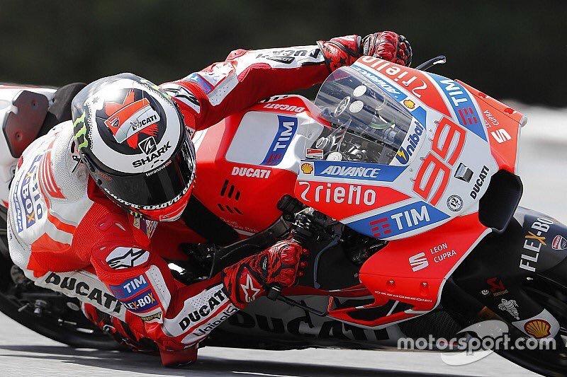 Gp di Catalogna, dominio di Lorenzo: sul podio anche Marquez e Rossi